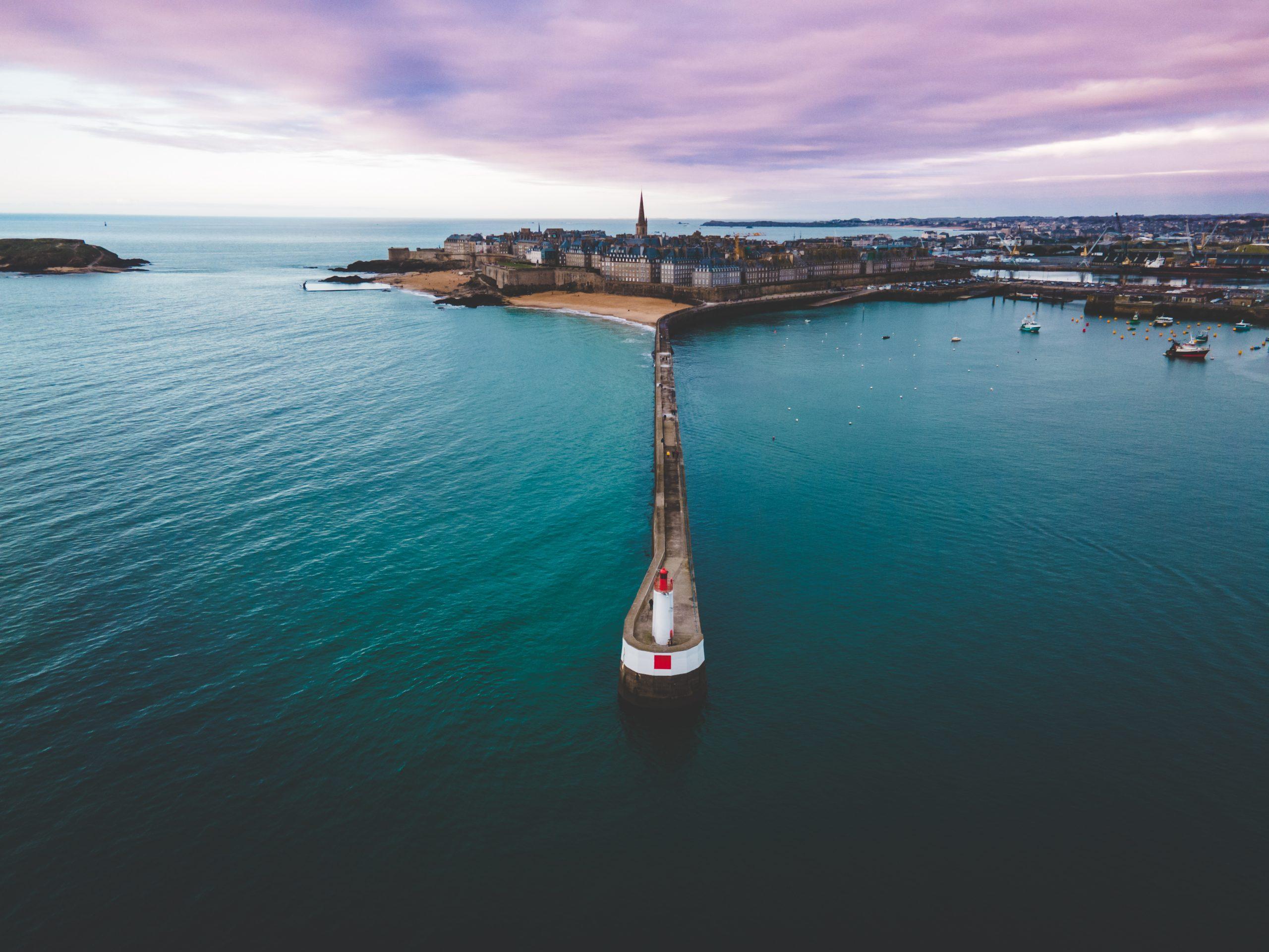 Vue du Môle aux noires depuis les airs grâce à un drone à Saint-Malo