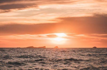 Parmi les plus belles plage à Ibiza pour le sunset ; cala comte sunset ashram